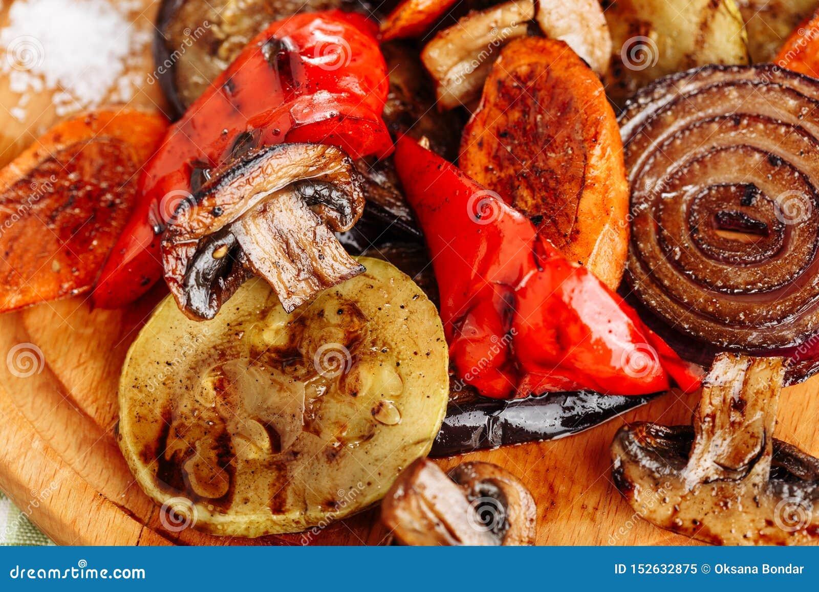 Piec na grillu Jarzynowa mieszanka Smażący Kartoflany Zdrowy jedzenie