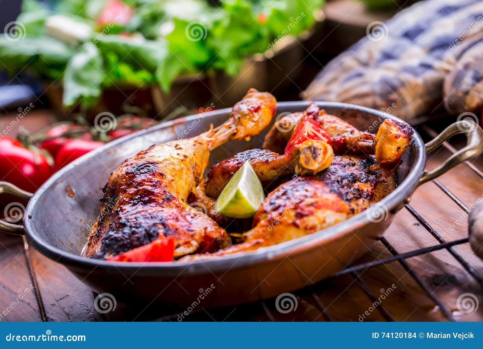 Piec Na Grillu Kurczak Nogi Sałata I Czereśniowych