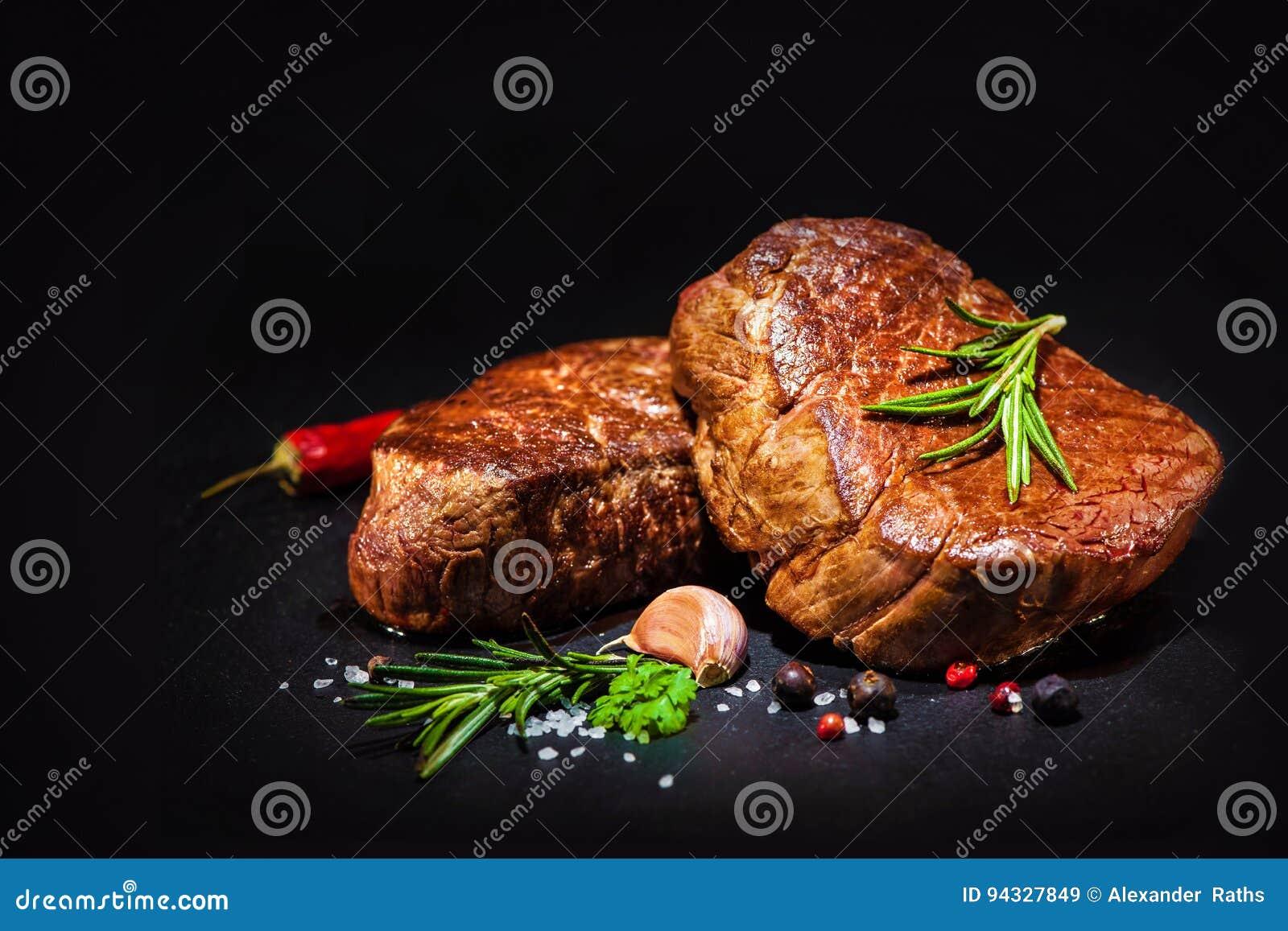 Piec na grillu wołowina polędwicowi stki z pikantność