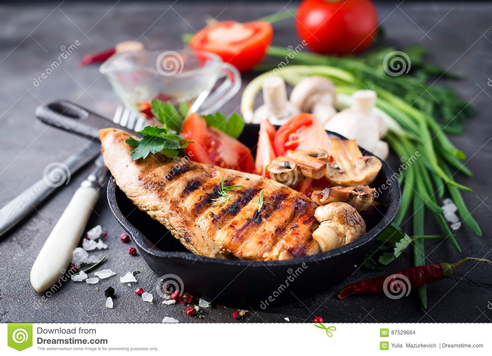 Piec na grillu zdrowe kurczak piersi