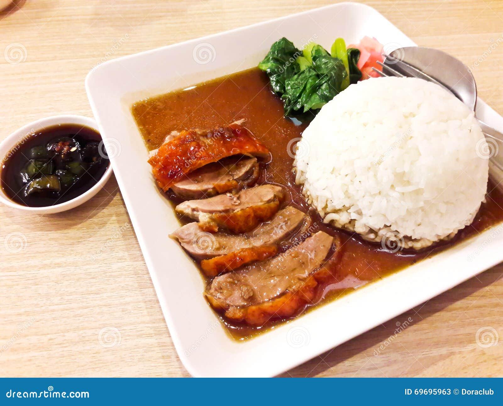 Pieczona kaczka nad ryż