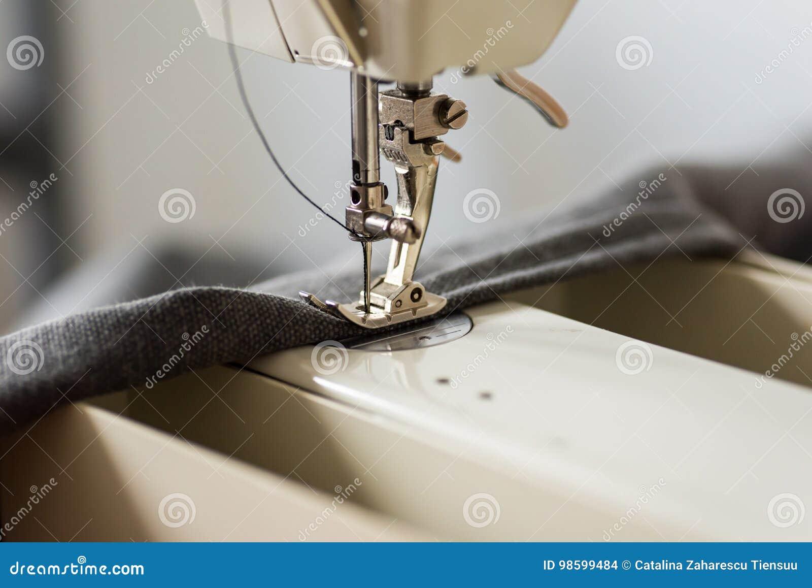 Pied et aiguille de machine à coudre