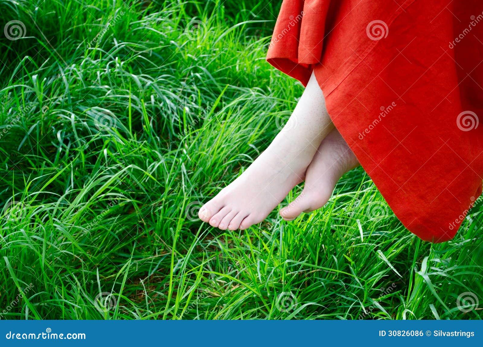 A piedi nudi in natura