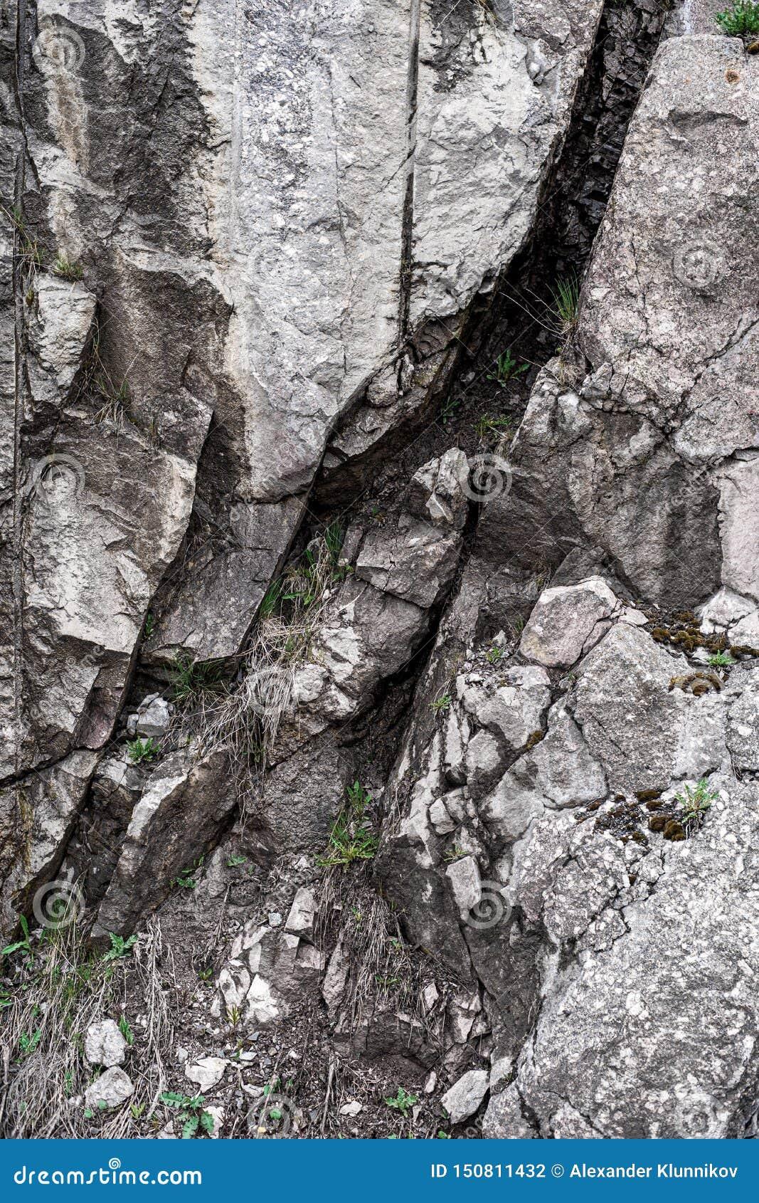 Piedra de la montaña e hierba verde Fondo Textura blur