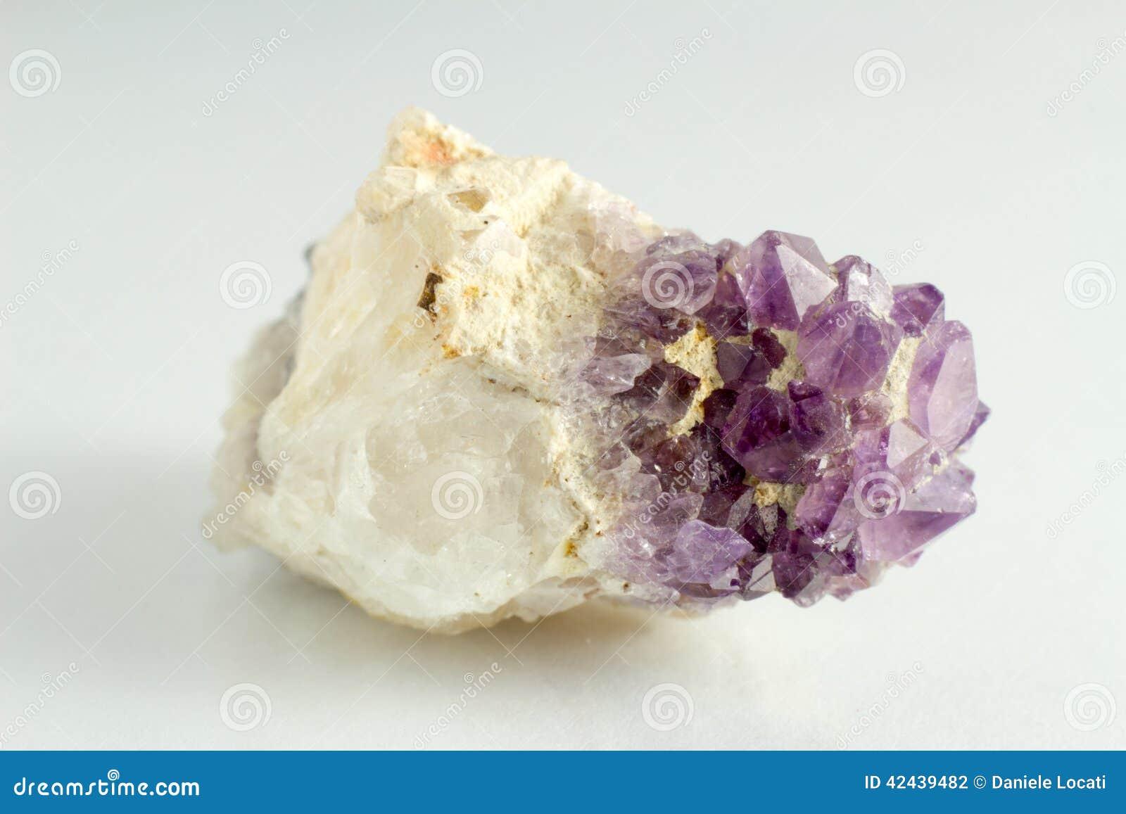 Piedra hermosa y natural de Amethista