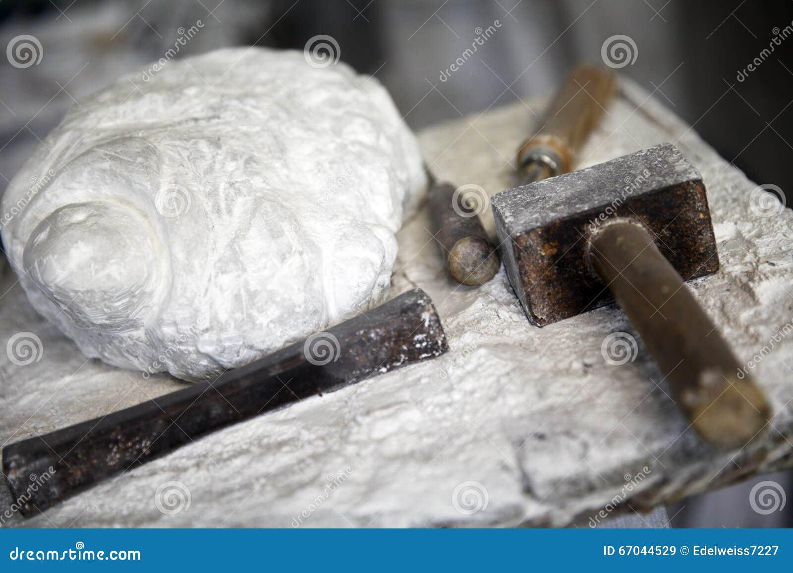 Piedra y herramientas del alabastro para trabajar foto de - Herramientas para piedra ...