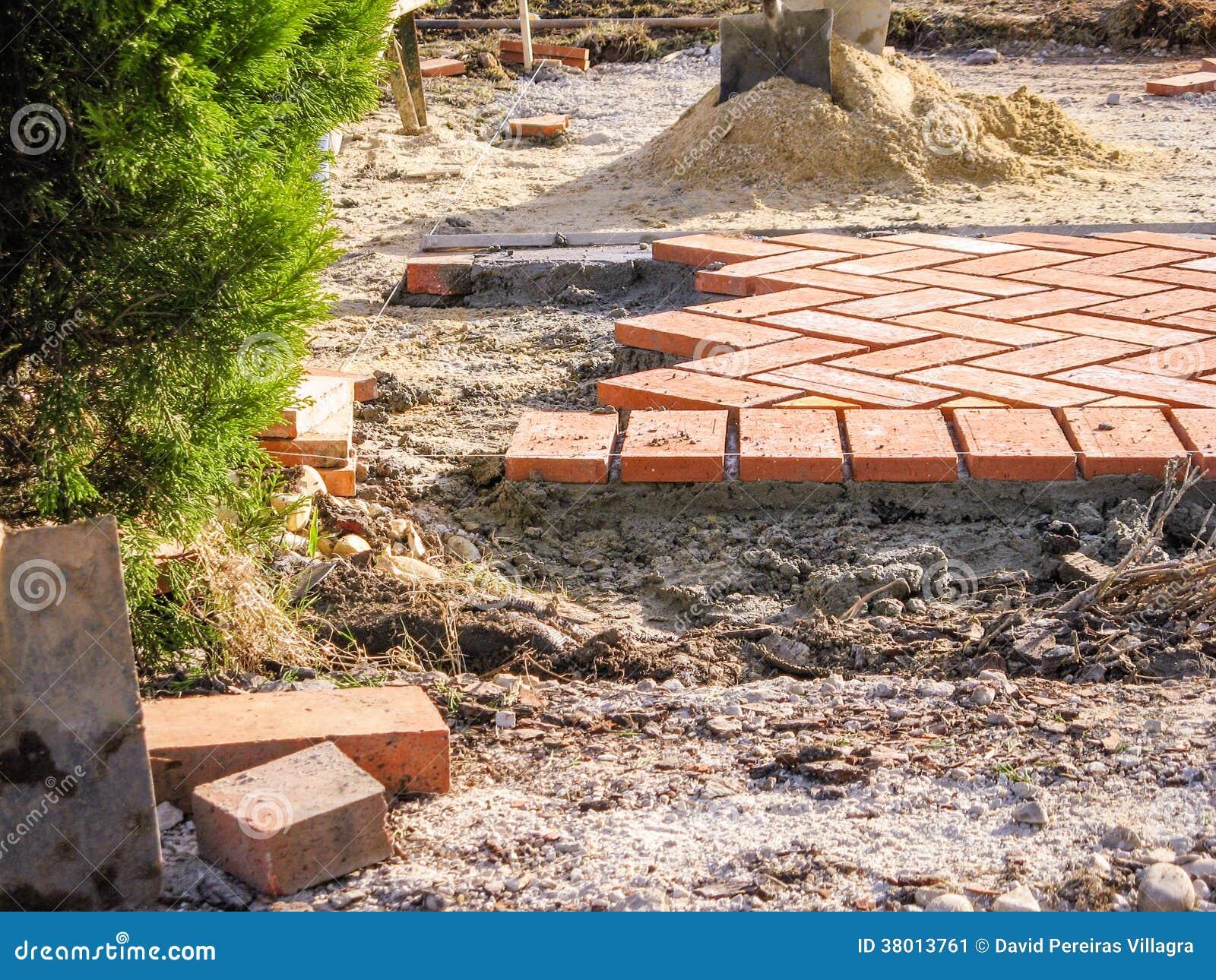 Piedras de pavimentaci n anaranjadas del ladrillo en - Piedras para construccion ...