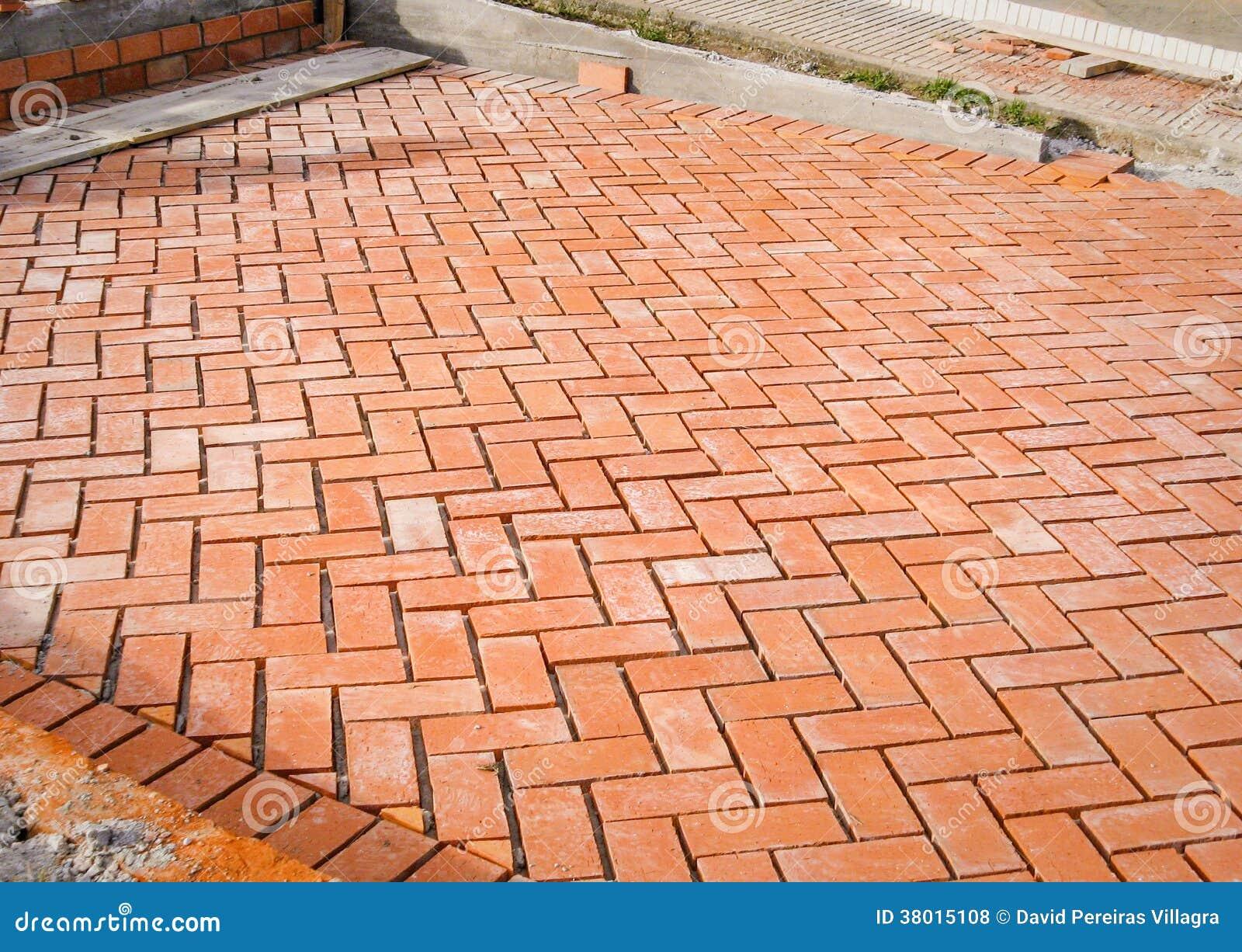 Piedras de pavimentaci n anaranjadas del ladrillo en - Precios de ladrillos para construccion ...