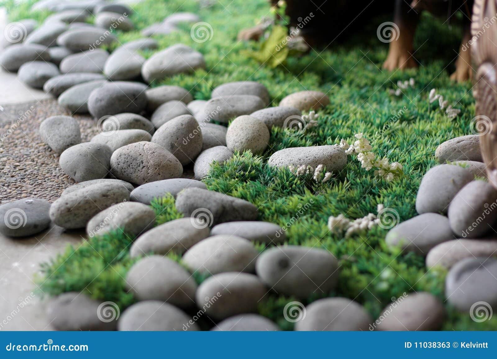 Piedras en hierba