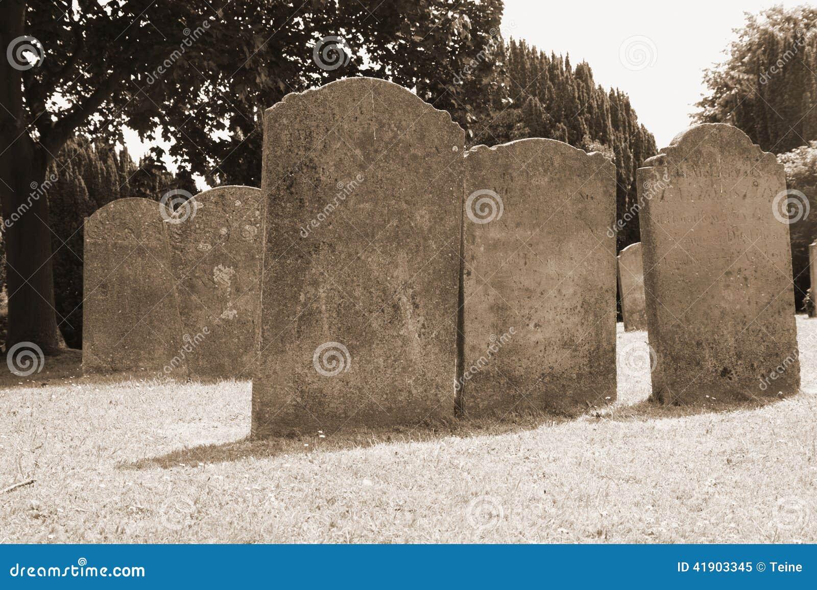 Piedras sepulcrales viejas