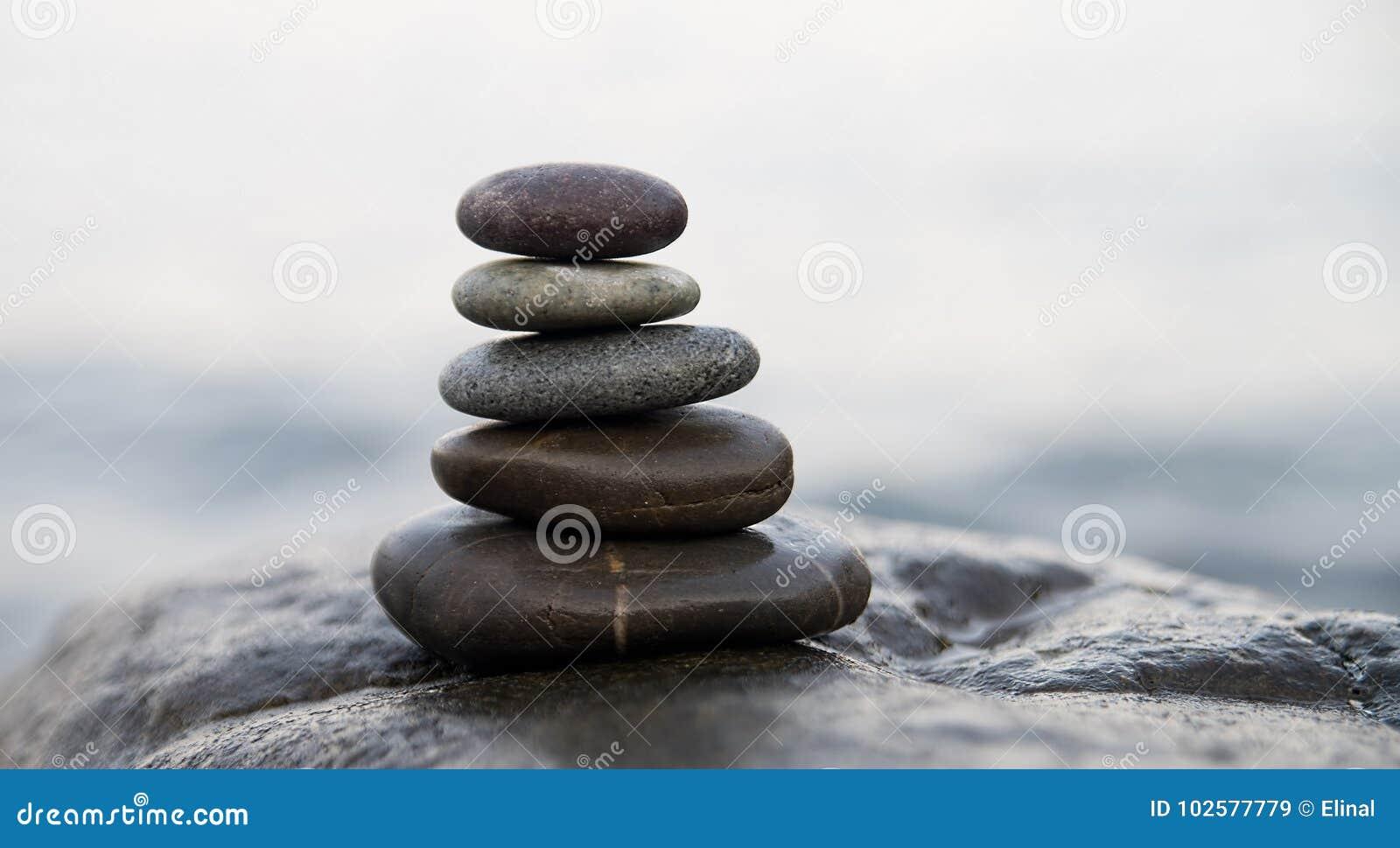 Piedras y bamb del zen s mbolo de la meditaci n del for Fotos piedras zen