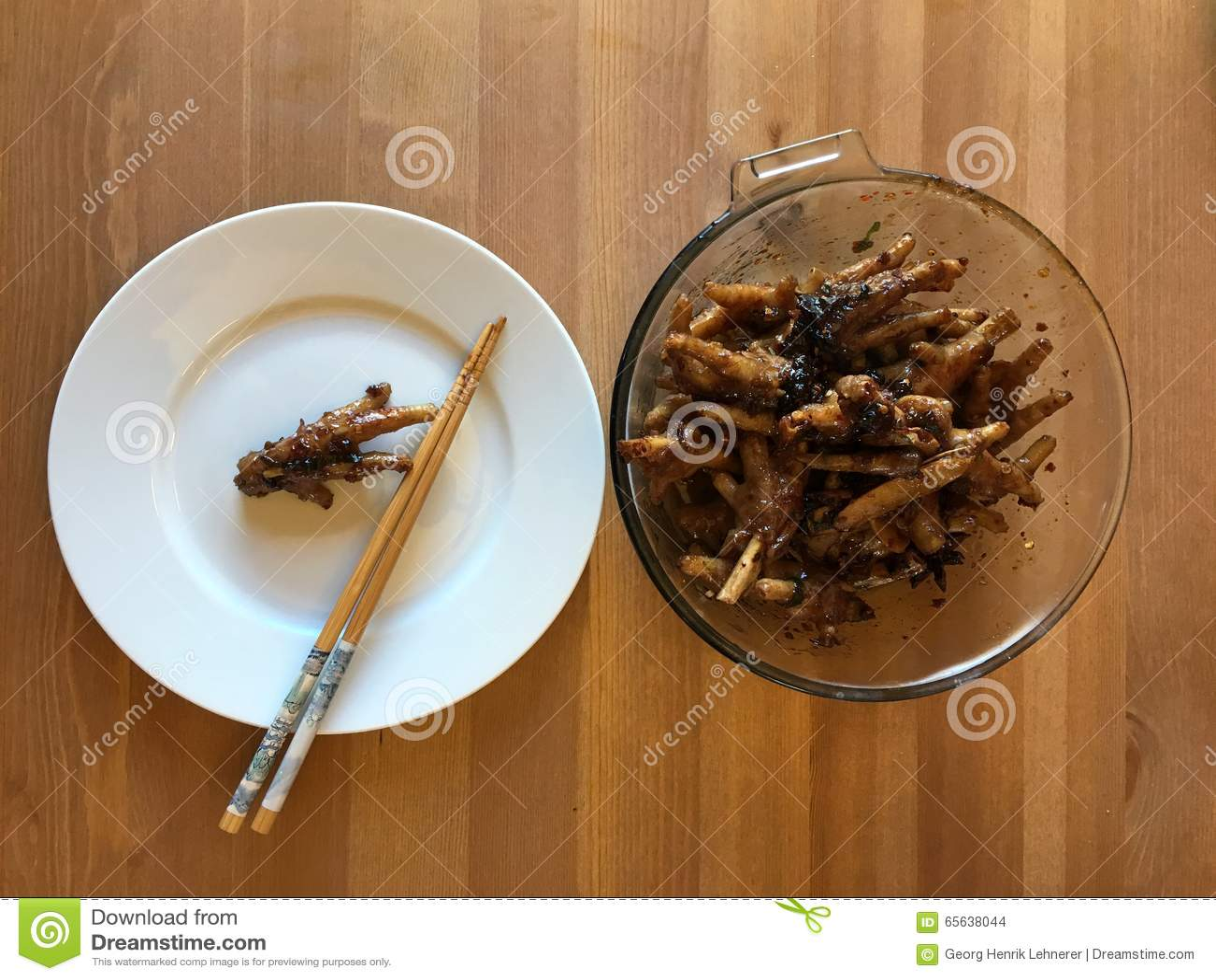 Pieds épicés chinois de poulet