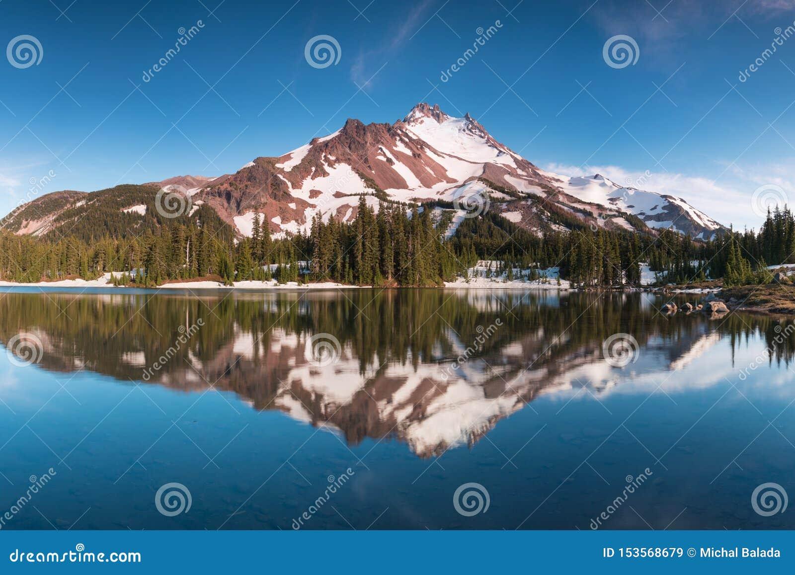 ? 10 492 pieds de haut, Mt Jefferson est la montagne en second lieu la plus grande de l Or?gon B?ti Jefferson Wilderness Area, Or