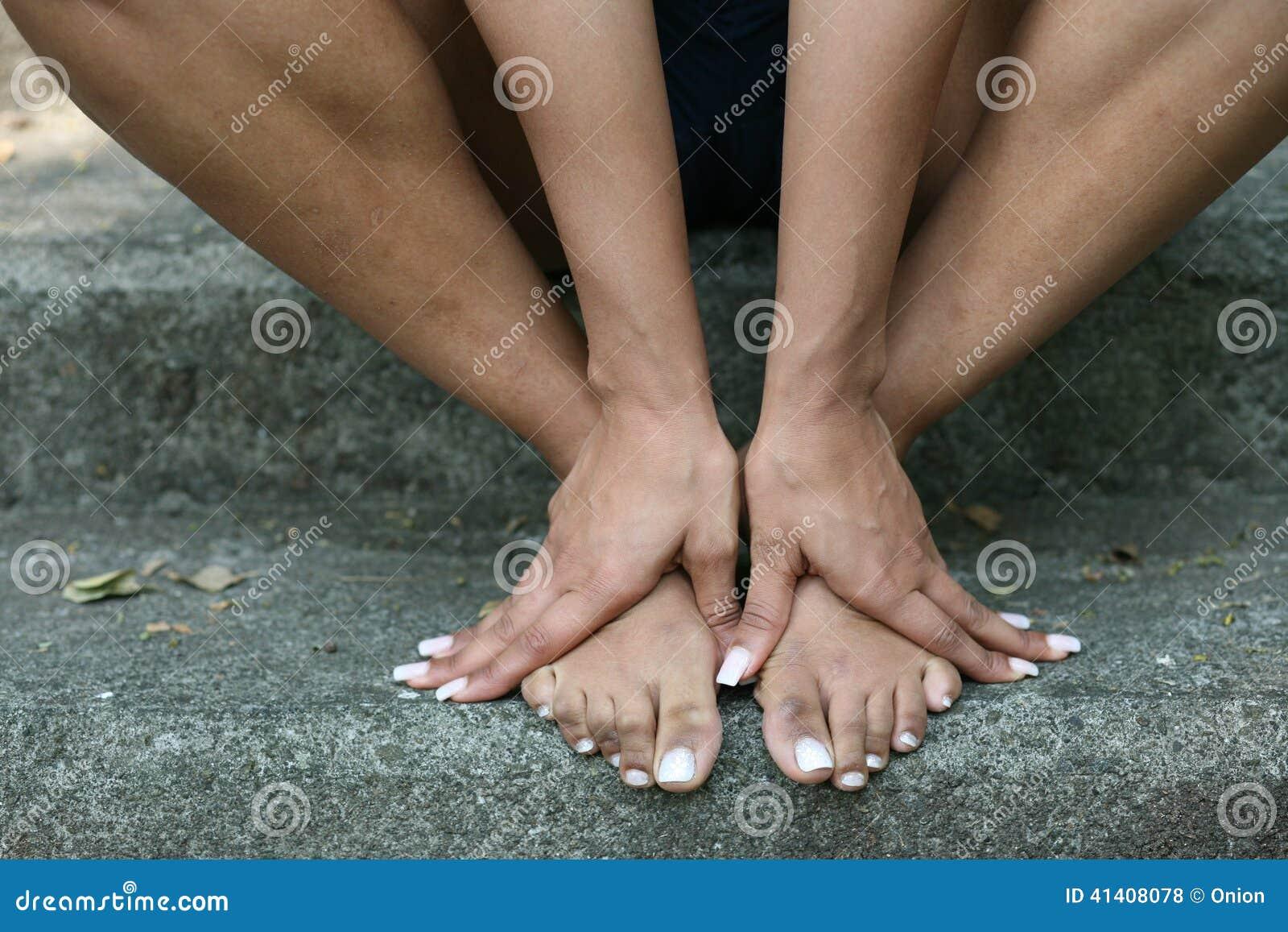 Fille sur pied de fille
