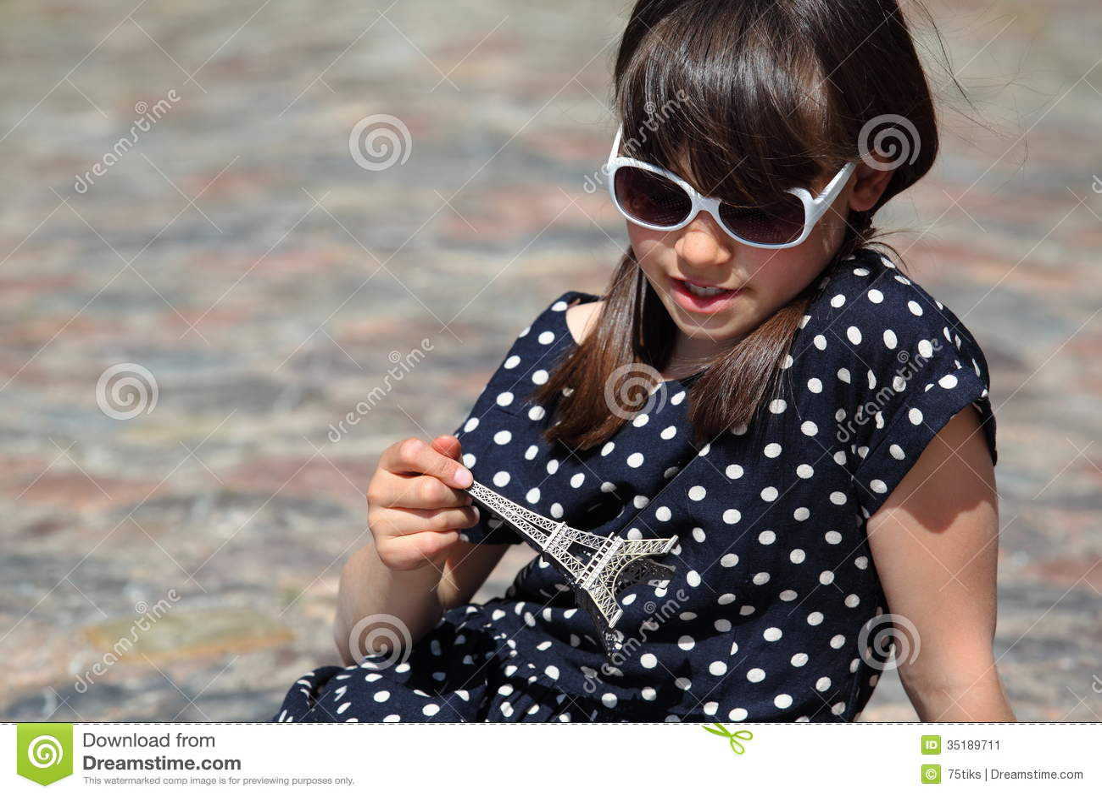 Piegowata Francuska dziewczyna