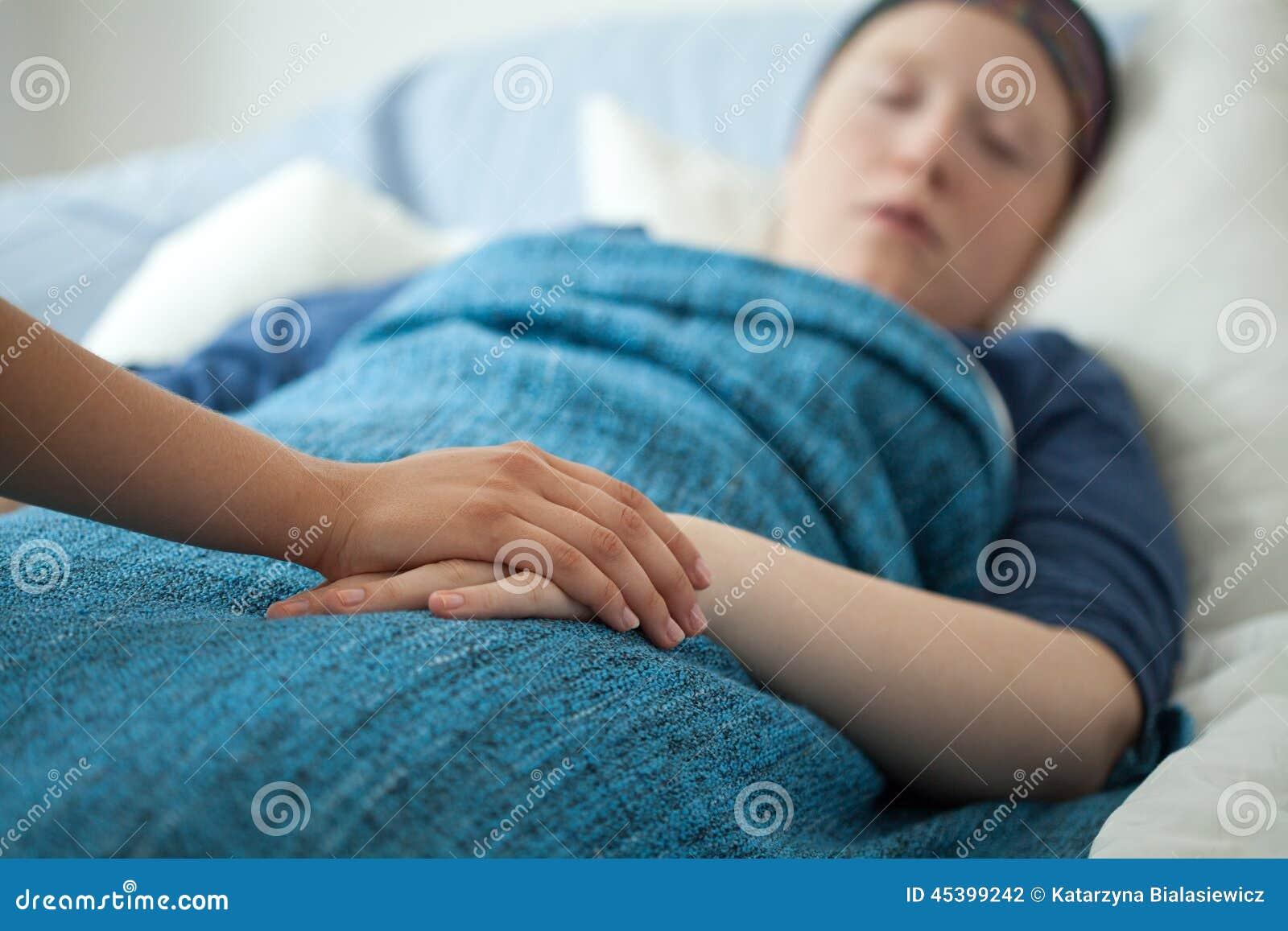 Pielęgniarki mienia ręka chora kobieta
