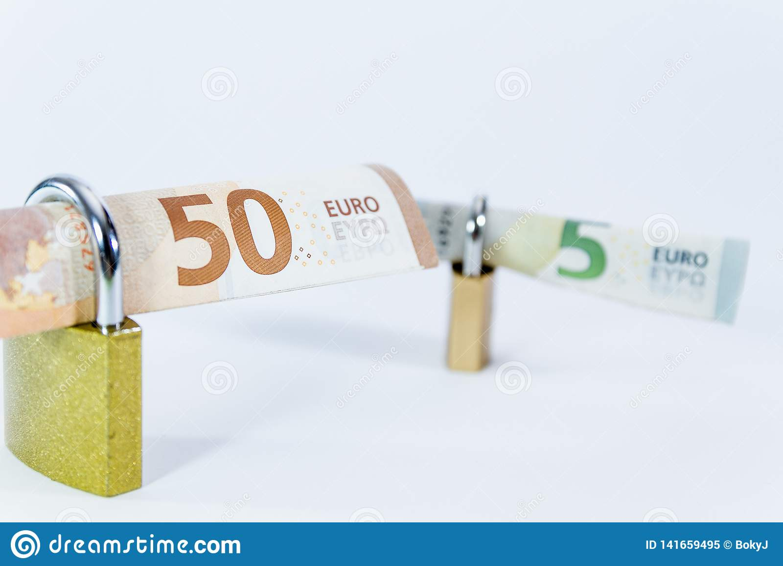 Pieniądze wartości Euro banknoty z kłódką, unia europejska system płatności