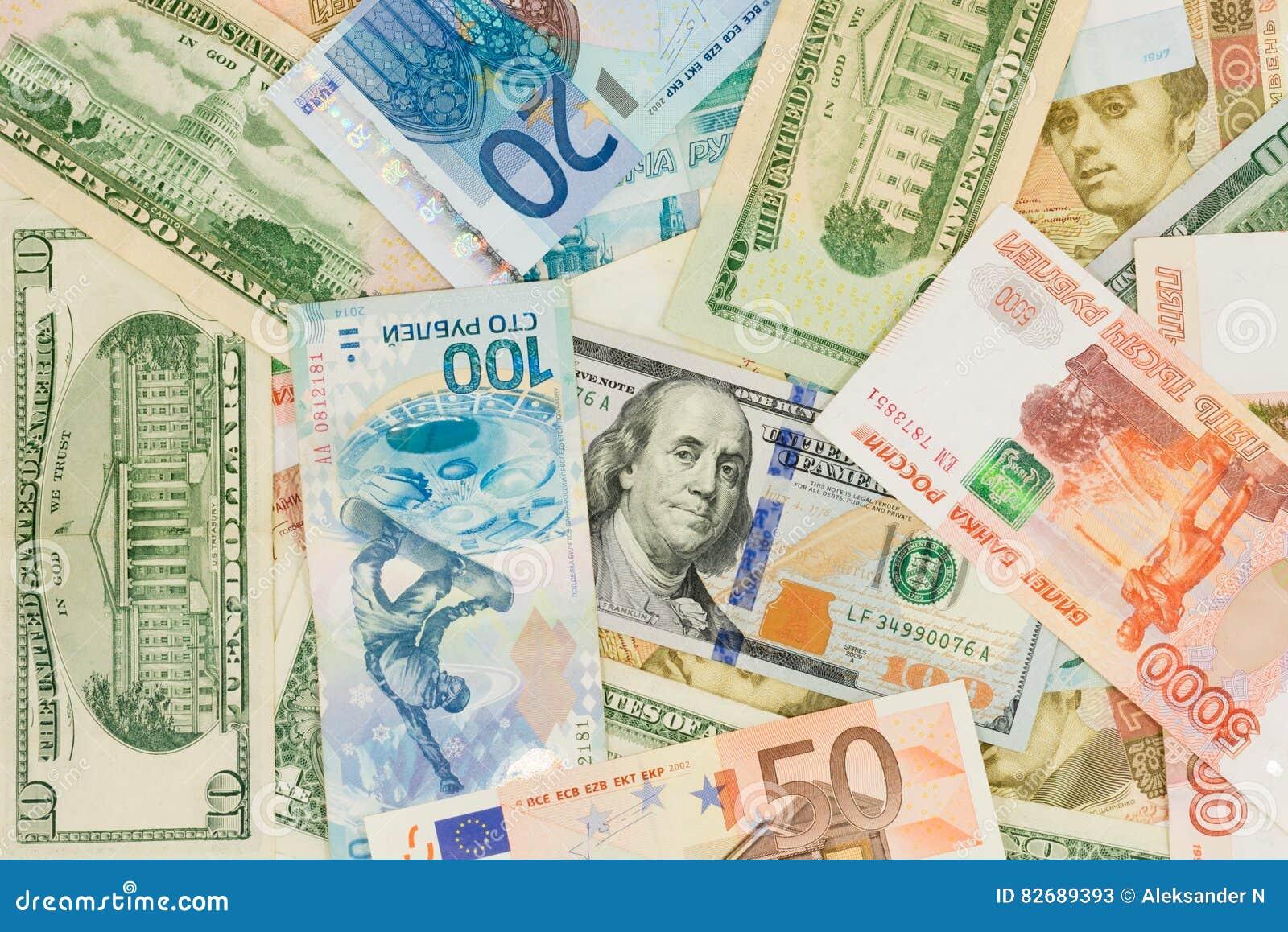 Pieniądze od różnych krajów: dolary, euro, hryvnia, ruble