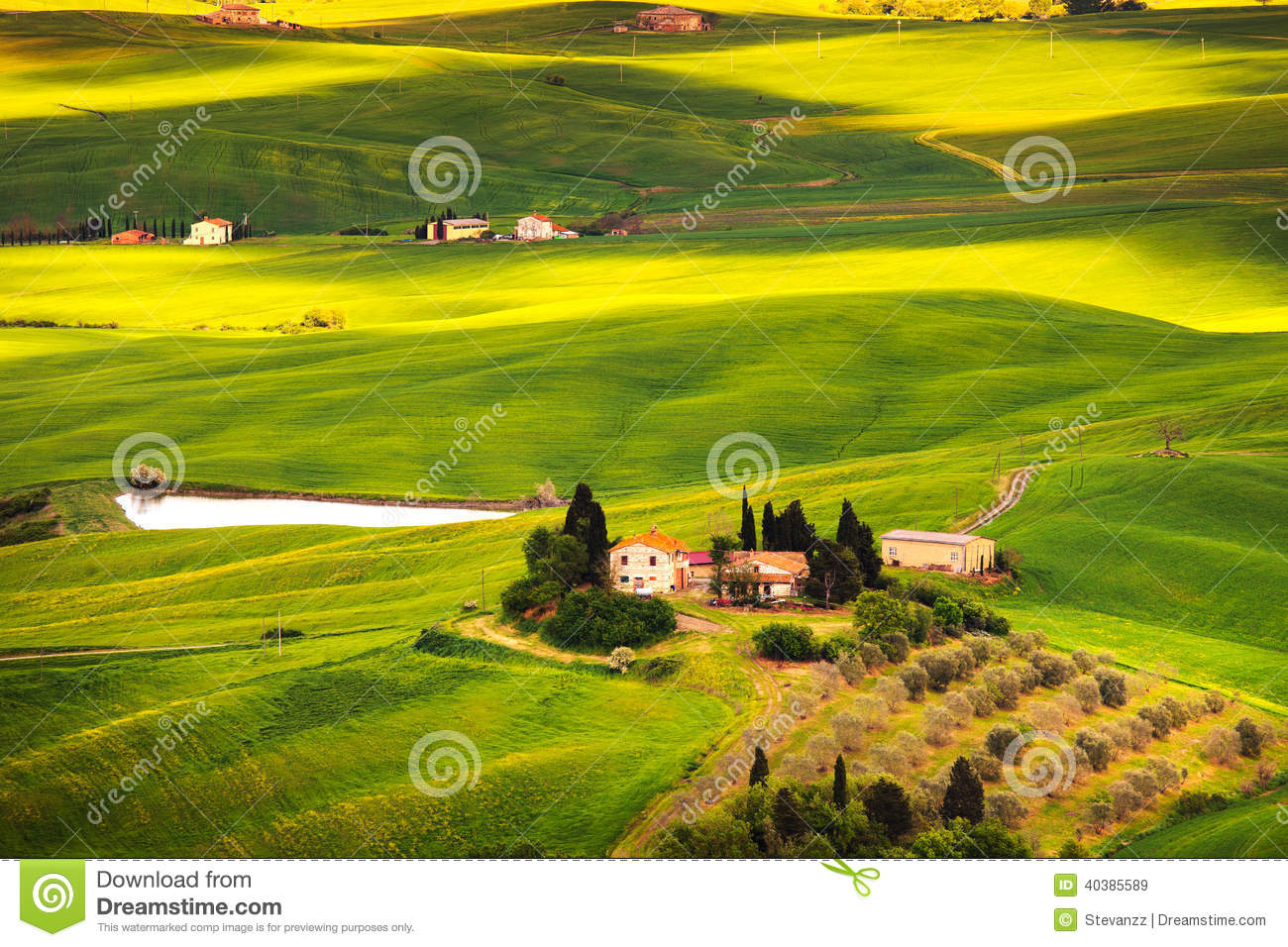 Pienza rural sunset landscape countryside farm and green for Green italy
