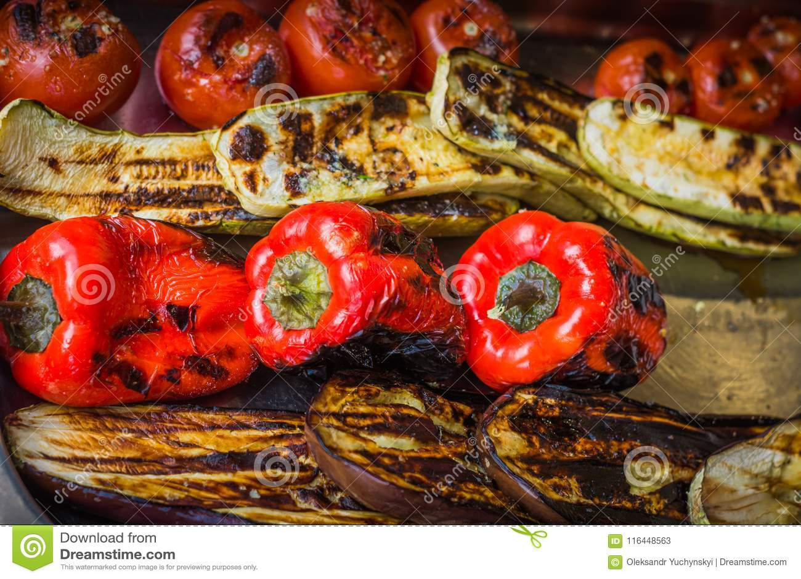 Pieprze, aubergines, pomidory, zucchini, i