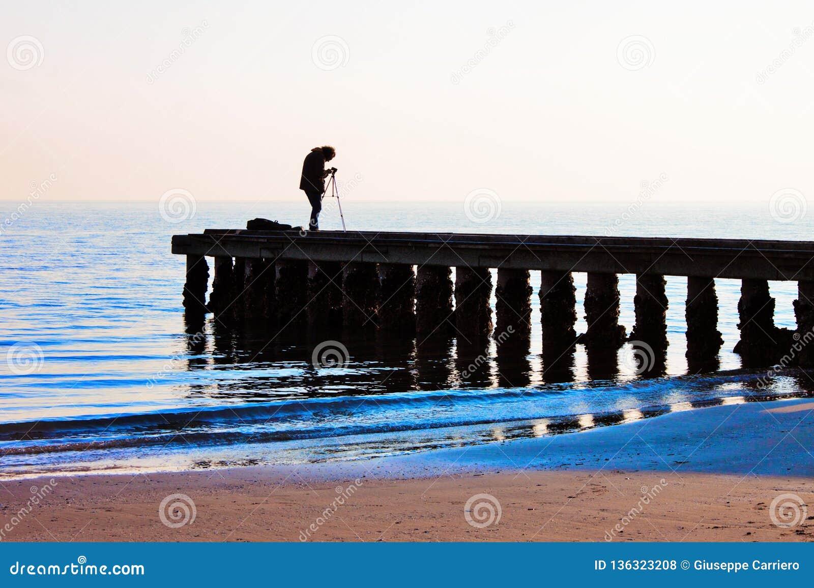 Pier, auf dem Strand