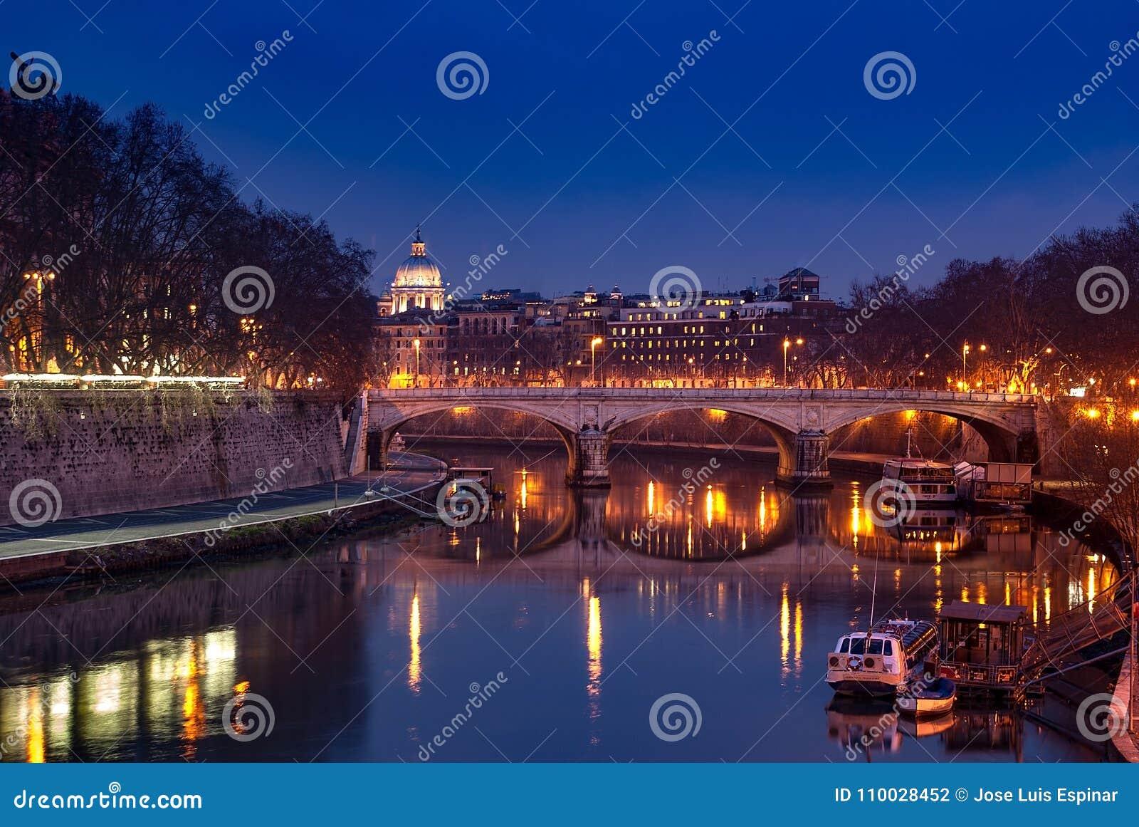 Pier op de rivier Tiber