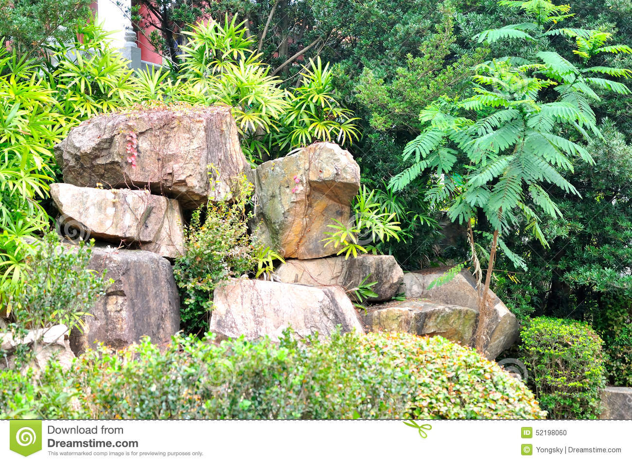 Pierre De Jardin De Rocaille Photo stock - Image du vert, rockery ...