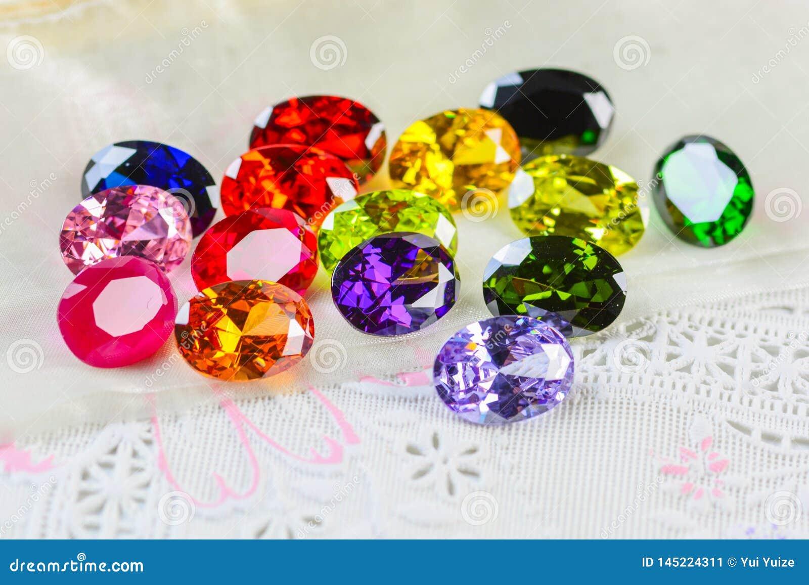 Pierres gemmes de zircon