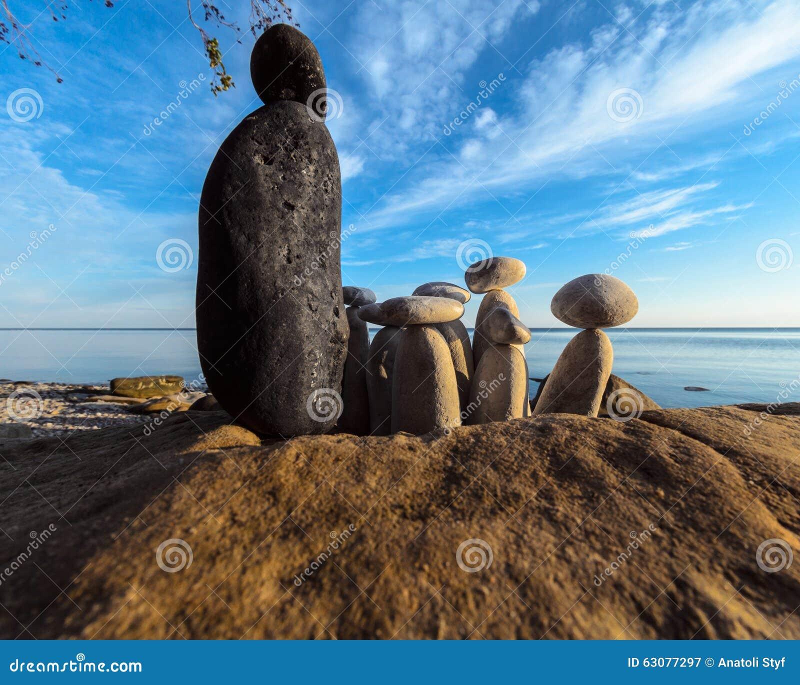 Download Pierres Noires Et Blanches Sur Le Bord De La Mer Image stock - Image du équilibre, pile: 63077297