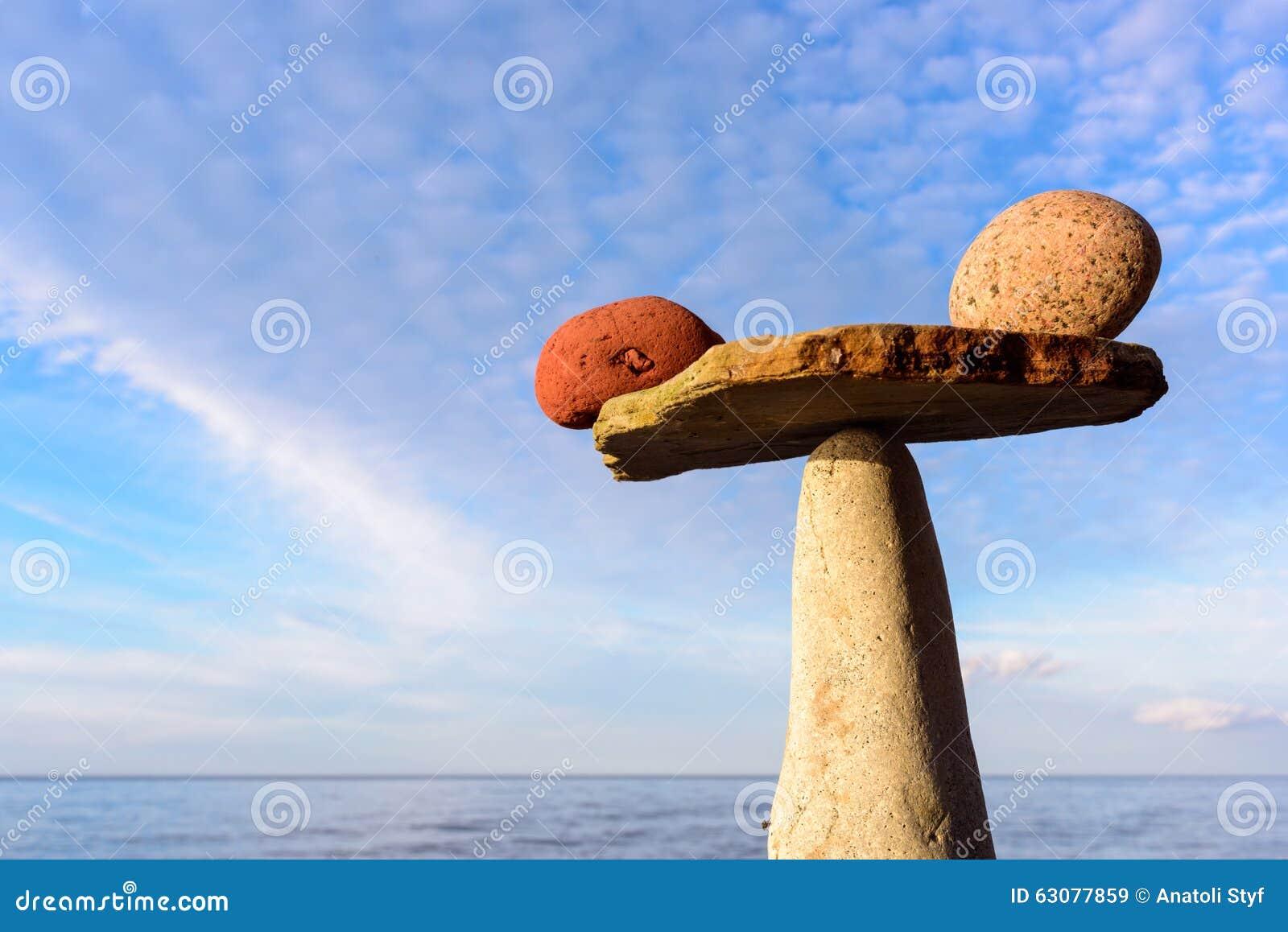 Download Pierres Sur Le Fond De Ciel Image stock - Image du équilibré, pile: 63077859