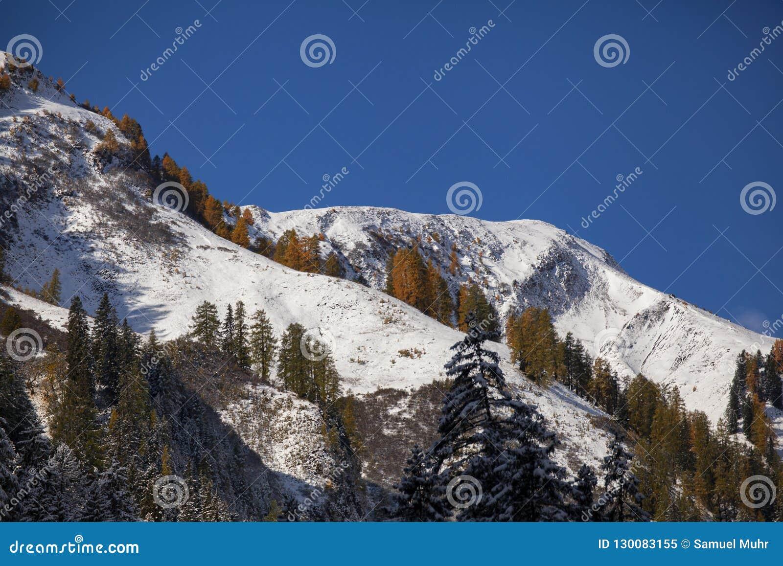Pierwszy śnieg w alps