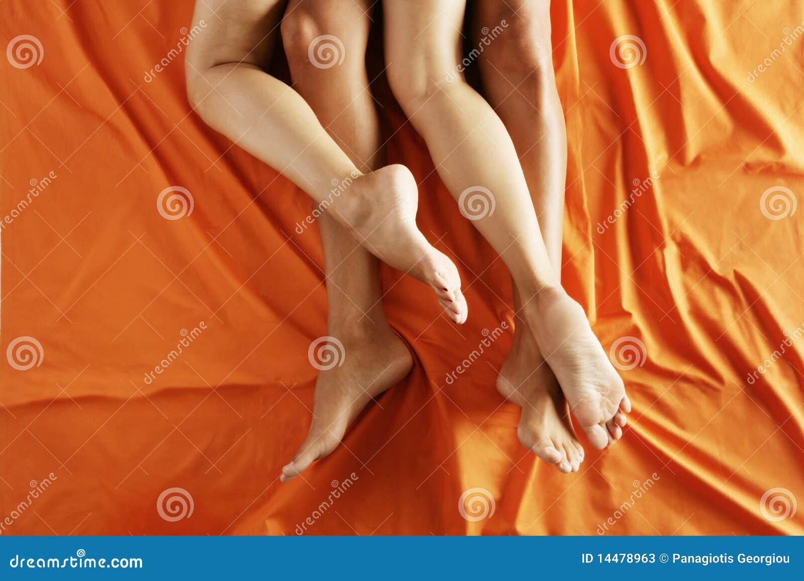 romantica escena de una rubia timida