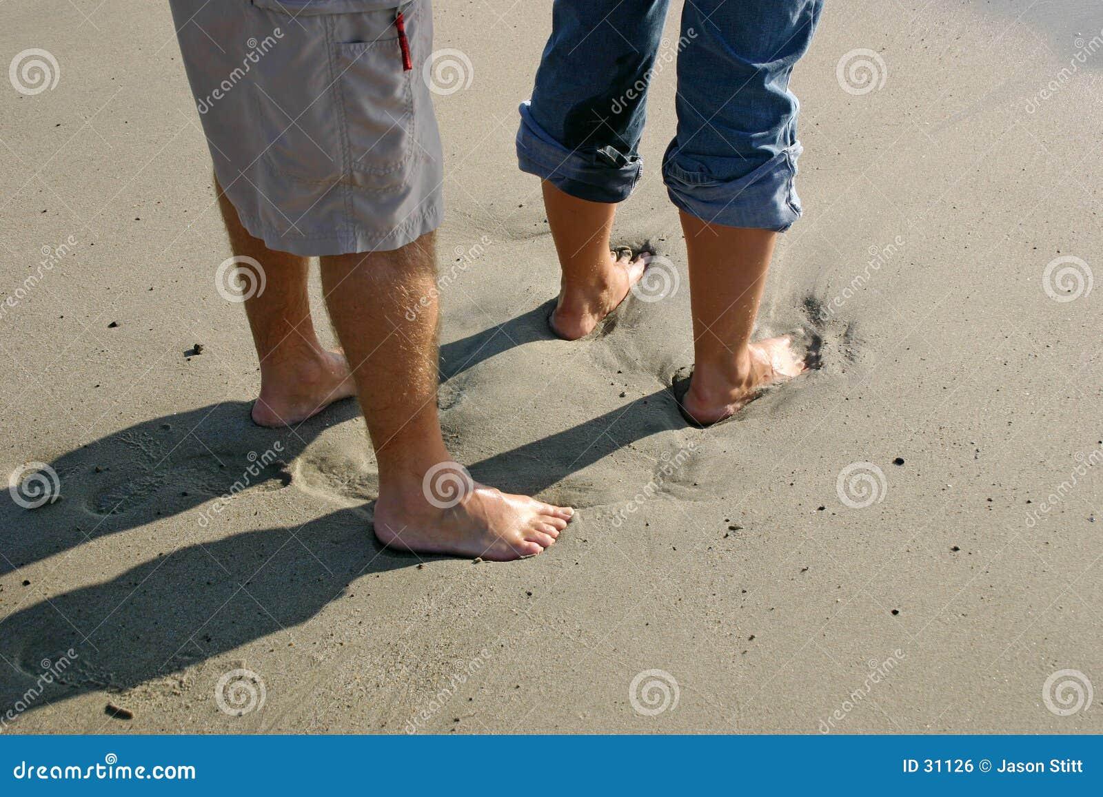 Download Pies en arena foto de archivo. Imagen de amor, playa, junto - 31126