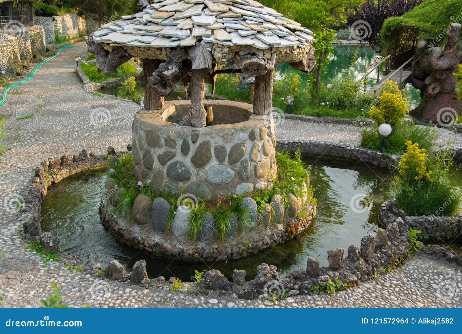 Pietra antica bene per acqua