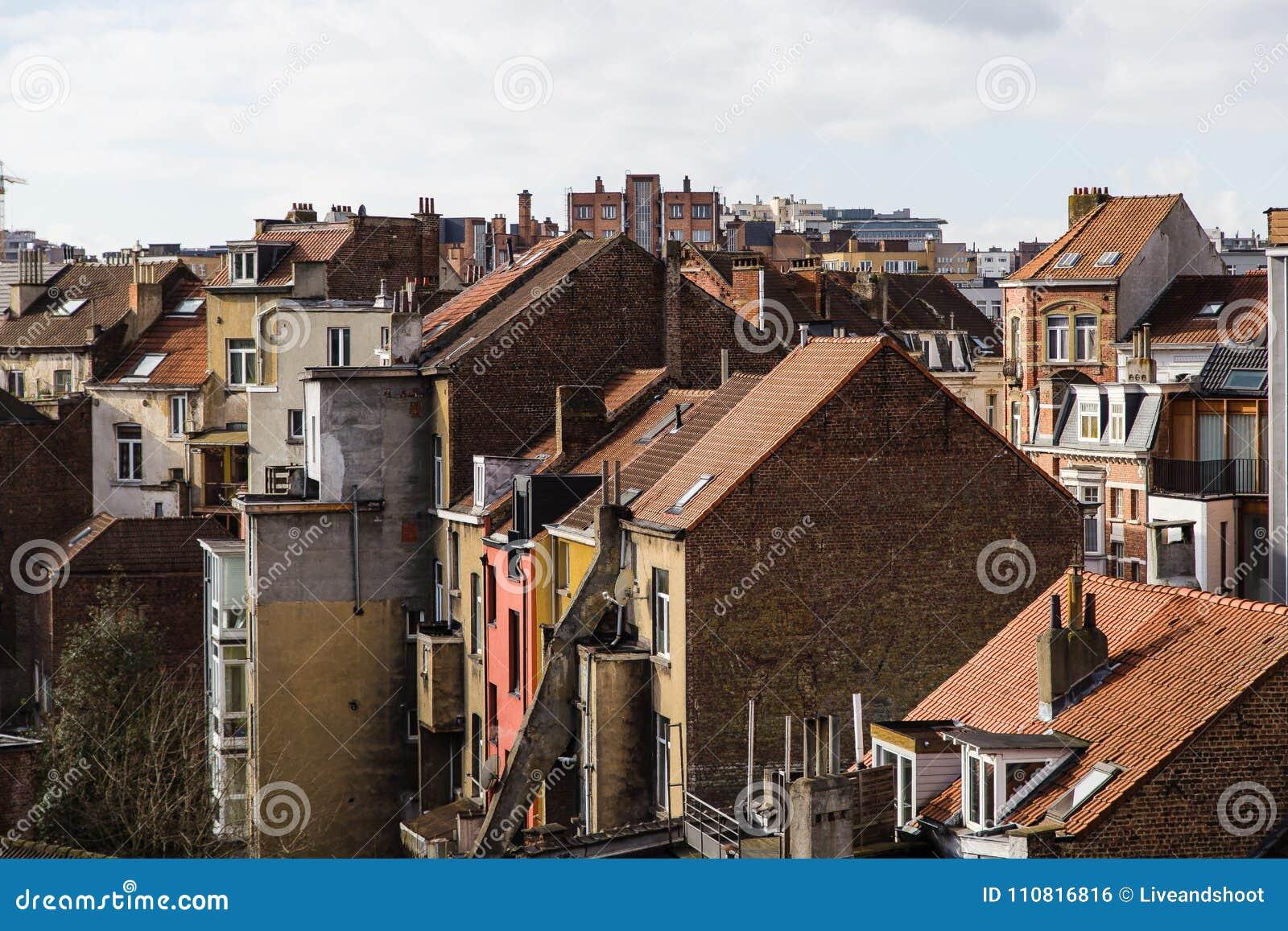 Case In Pietra E Mattoni : Pietra e case con mattoni a vista fotografia stock immagine di