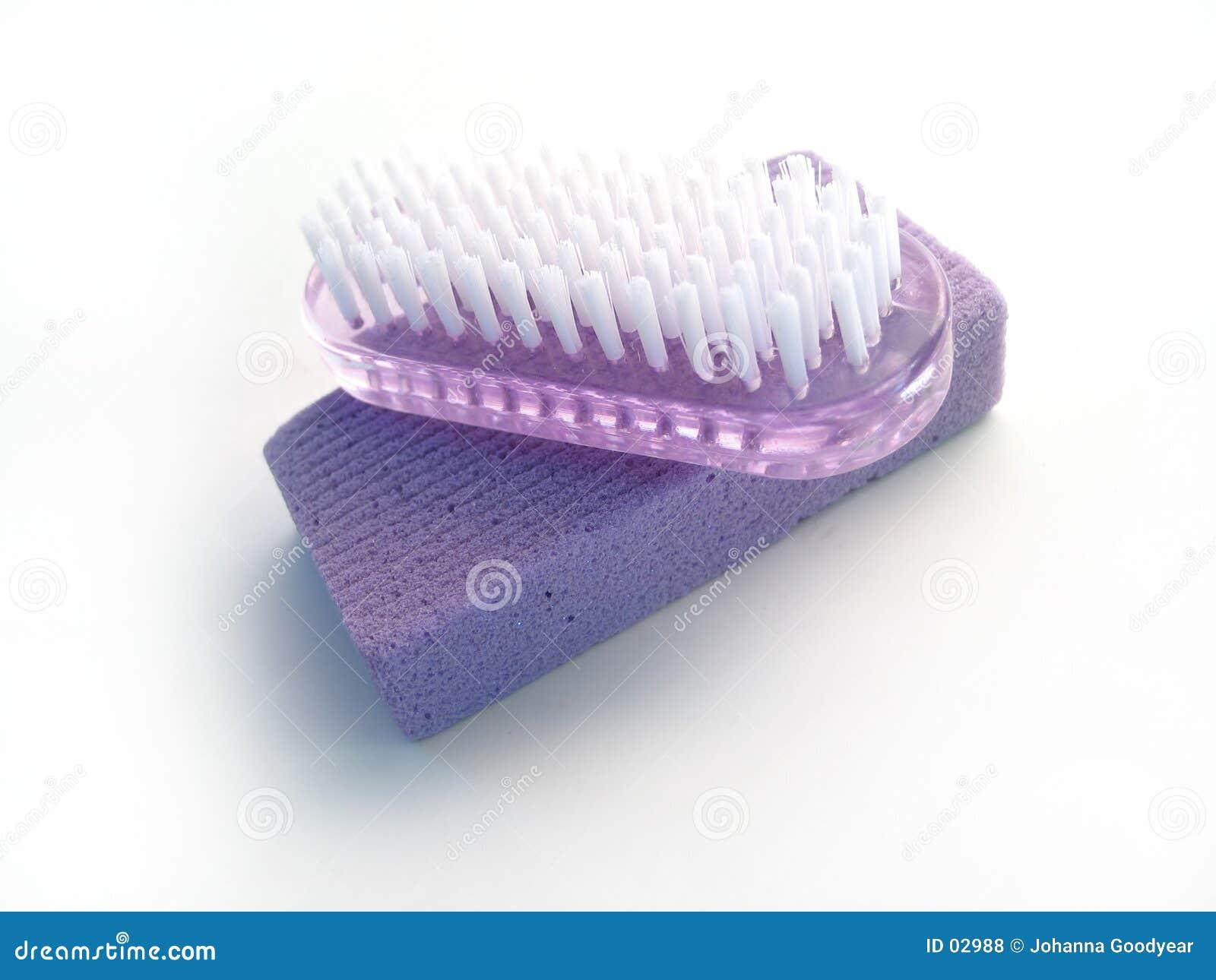 Pietra pomice e spazzola