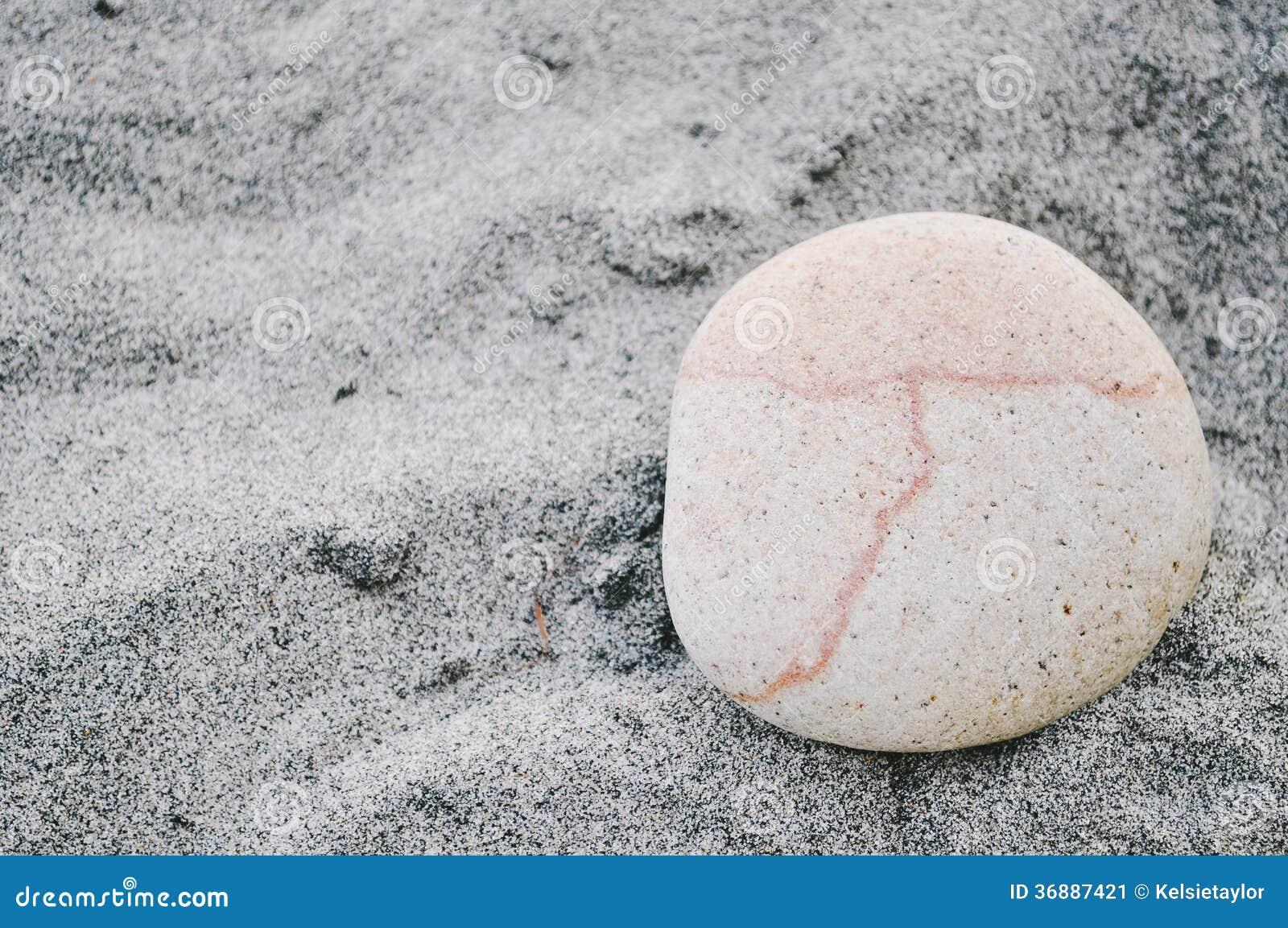 Download Pietra rosa immagine stock. Immagine di rotondo, sabbia - 36887421