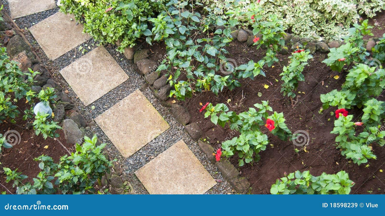 Pietre di via in un giardino di fiore immagine stock for Pietre giardino