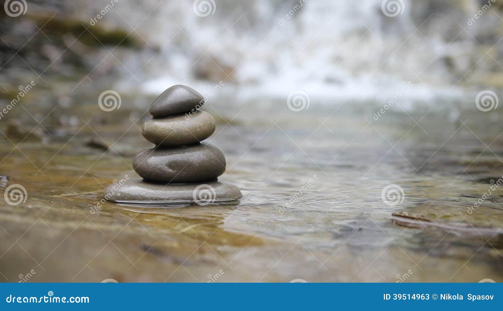 Pietre e fiume di zen filmati stock 42 pietre e fiume di for Pietre di fiume
