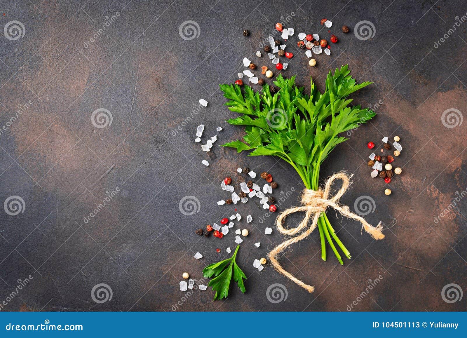 Pietruszka, sól i pieprz, tło kulinarny