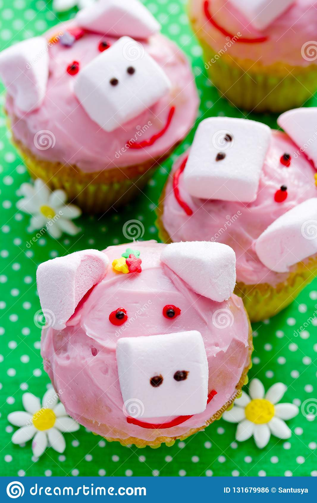 Stupendous Pig Cupcakes Animal Shaped Funny Cakes For Kids Stock Photo Personalised Birthday Cards Sponlily Jamesorg