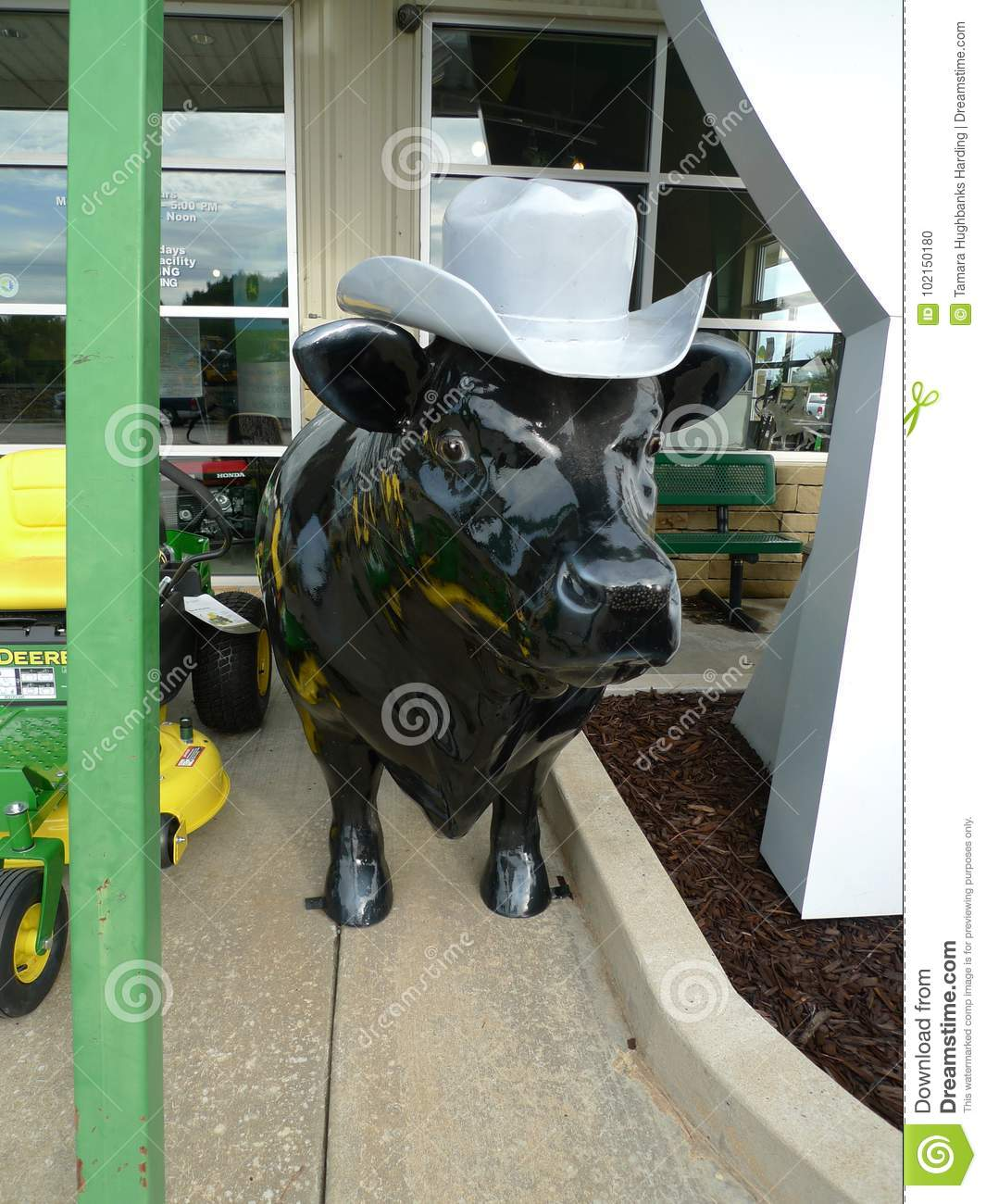 A pig wearing a cowboy hat is featured at the Poteau 2a32bd704d9