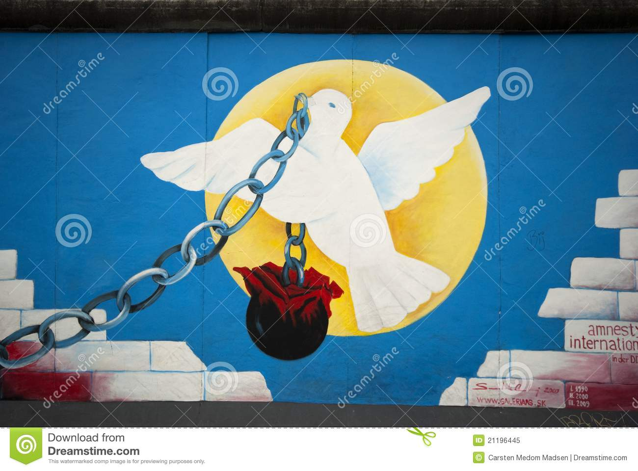 Pigeon And Chain Editorial Image Image Of Graffiti Symbol 21196445