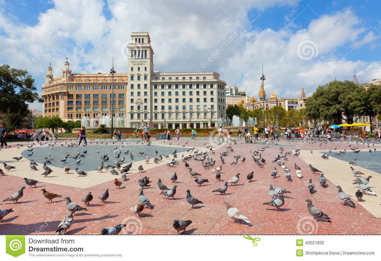 Pigeons On The Square In Barcelona. Editorial Photography ...