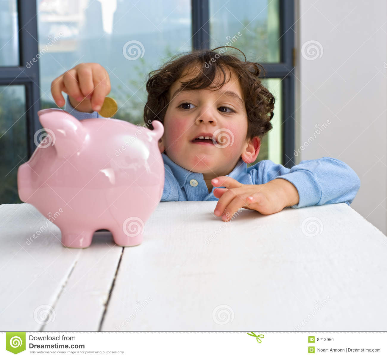 Piggy Querneigung des Jungen