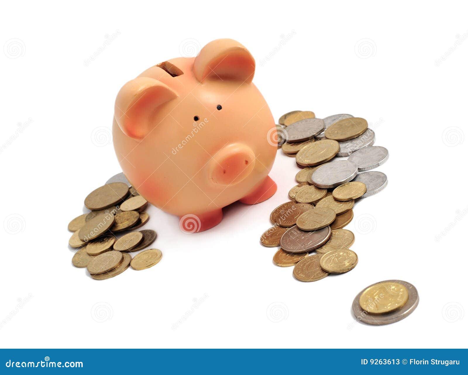 Piggy Querneigung umgeben durch Münzen in einem Fragezeichen
