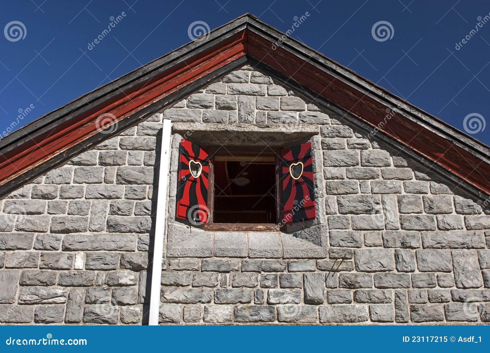 pignon triangulaire d 39 une maison photo libre de droits image 23117215. Black Bedroom Furniture Sets. Home Design Ideas