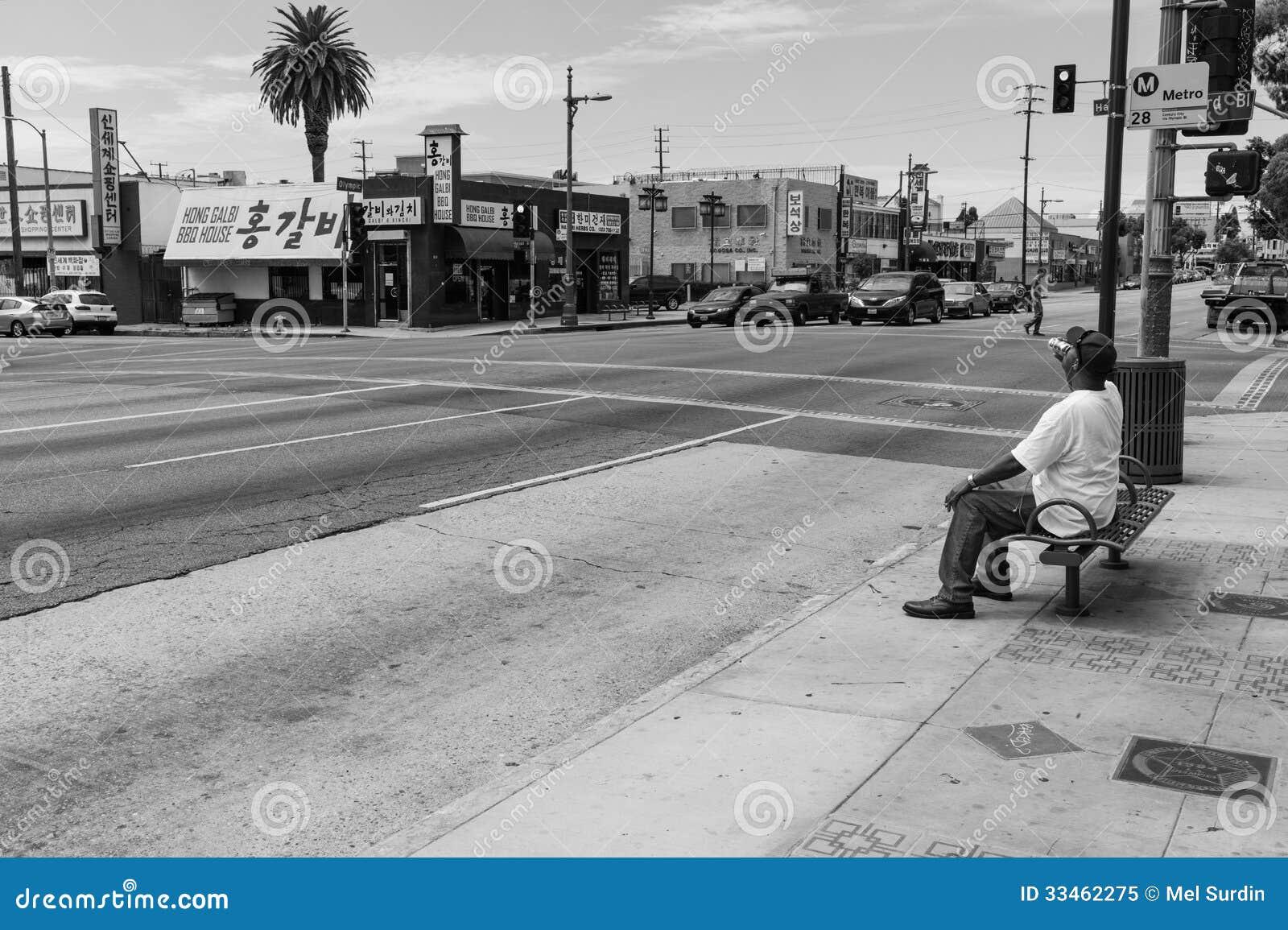 Pijący na chodniczku, Los Angeles, Czarny I Biały