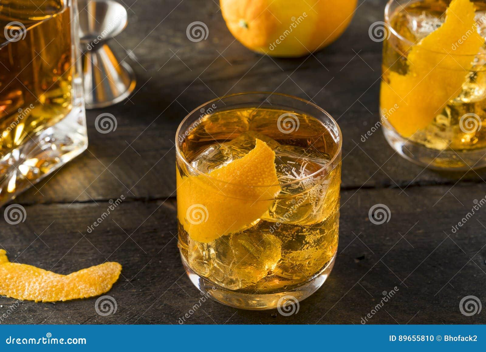 Pijacki Domowej roboty Staromodny bourbon na skałach
