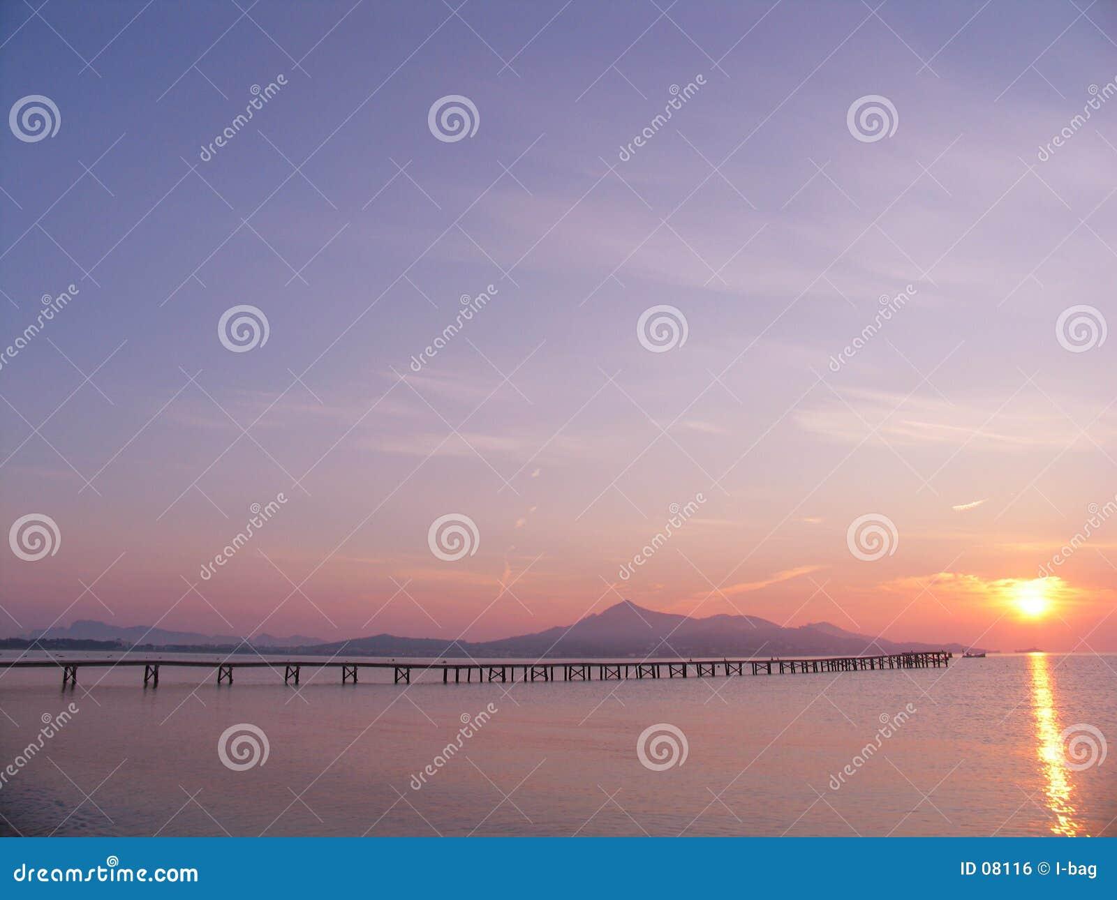 Pijler aan zonsopgang